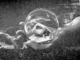 Film-Quarto Potere -Regia di Orson Wells-Scena Palla di Vetro con neve