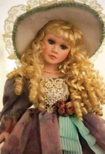 Raffinata bambola antica