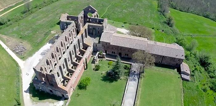 A Chiusdino l' Abbazia gotica -Italia