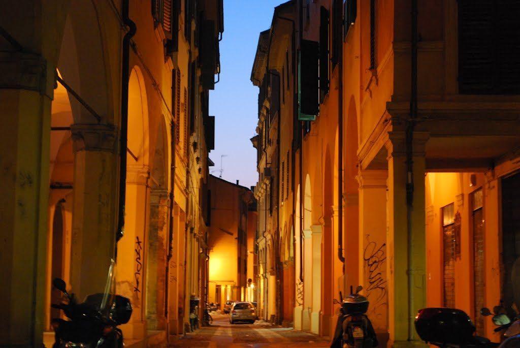 Bologna centro - Via del Pratello (al calar del sole)