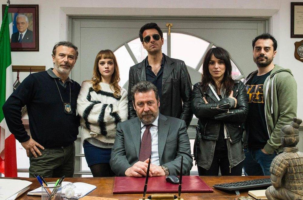 Cast-Ispettore-Coliandro-7