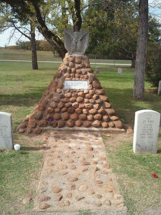 Geronimo-il-guerriero-pellerossa-capo-Apache-riposa-al-Beef-Creek-Apache-Cemetery-Lawton-Oklahoma