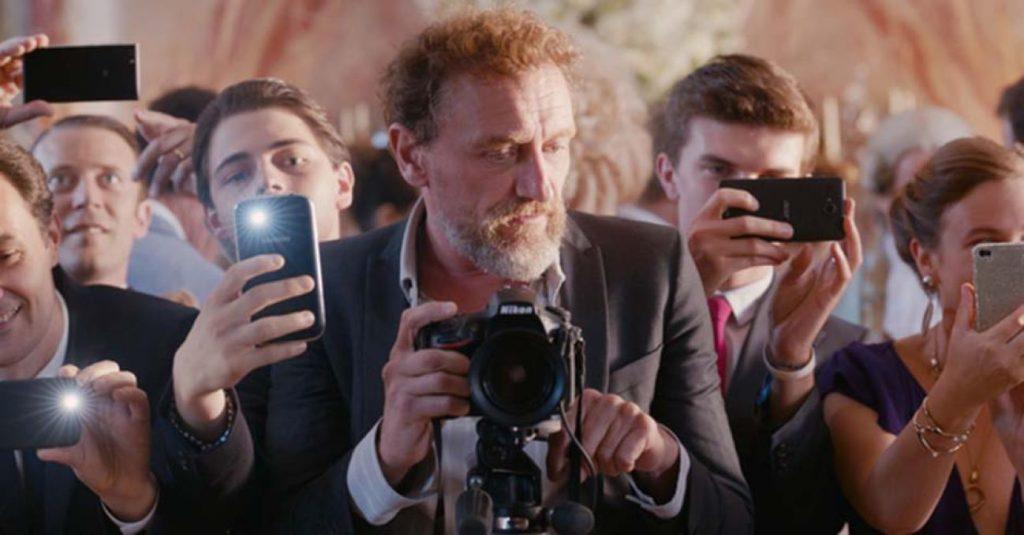 Scena-Film-2018-C-est-la-vie-Prendila-come-viene-Attore-Jean-Paul-Rouve-Recensione-Comparata-2019