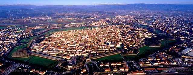 Foto-Panoramica-Cinta-delle-mura-Lucca-Recensione-Comparata-2019