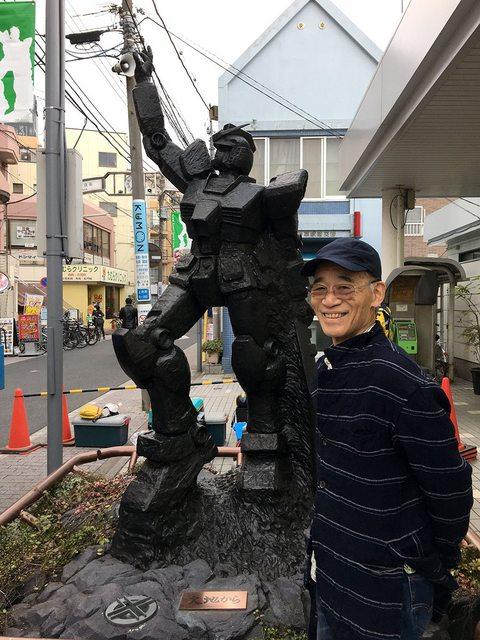 Gundam-statua-in-bronzo-presente-allinagurazione-Yoshiyuki-Tomino-nella-Stazione-Kami-Igusa-Giappone