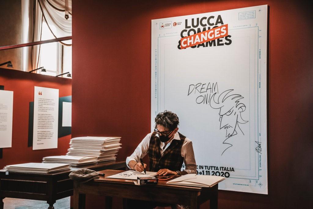 Lucca-Changes-2020-Roberto-Recchioni-Fumettista-firme-in-Palazzo-Ducale