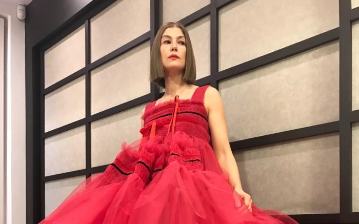 Rosamund-Pike-Golden-Globe-Awards-2021