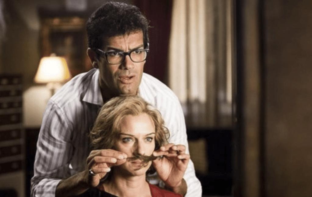 Basta un paio di Baffi- Scena- Sergio crea il personaggio Andrea per il lavoro al ristorante